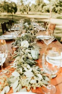 rustic-wedding-decor-greenery-and-white-roses-table-runner-with-geometry-decor-bonvicini-photography-334x500